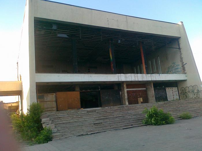 Два разрушенных кинотеатра в Новотроицке выставлены на продажу ...