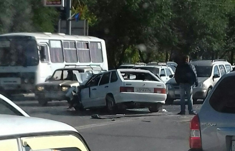 ВОренбурге напроспекте Гагарина столкнулись три автомобиля