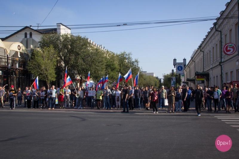 Переобуться в воздухе. Протестные акции в Оренбурге от КПРФ и сторонников Навального – сходства и различия, обзор Орен1