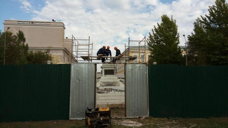 Без Ильича. В Оренбурге демонтировали старейший памятник Ленину