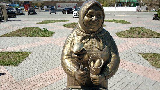 Памятник орскому пирожку попал в энциклопедию самых необычных объектов