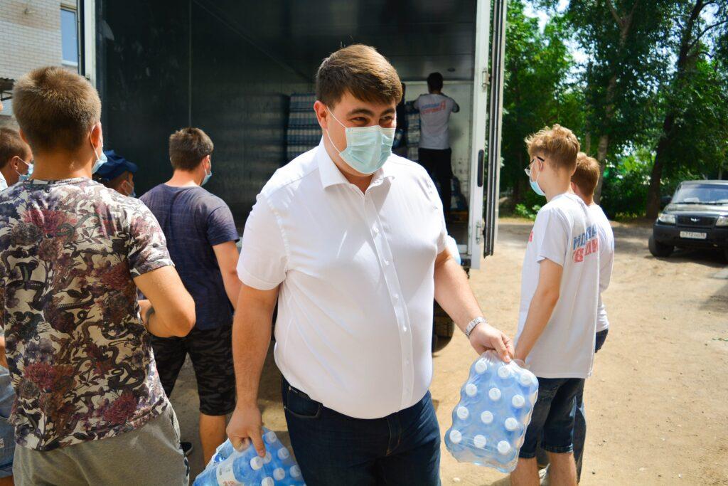 Анна Межова: «На время выборов депутаты маскируются под волонтеров, проводя вот такие странные акции»