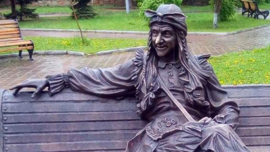 В Оренбурге может появиться «Баба Яга на скамейке»