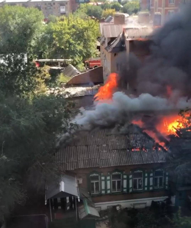 В центре Оренбурга крупный пожар